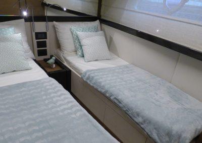 interieur-couchette-bateau-ferretti-550